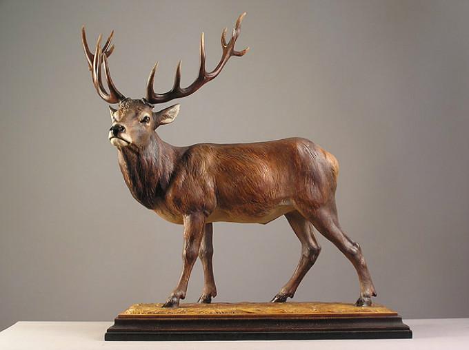 动物雕塑家之一,14岁开始做学徒到现在他已经雕了三十多年的木头了