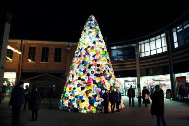 塑料袋子做成的环保圣诞树