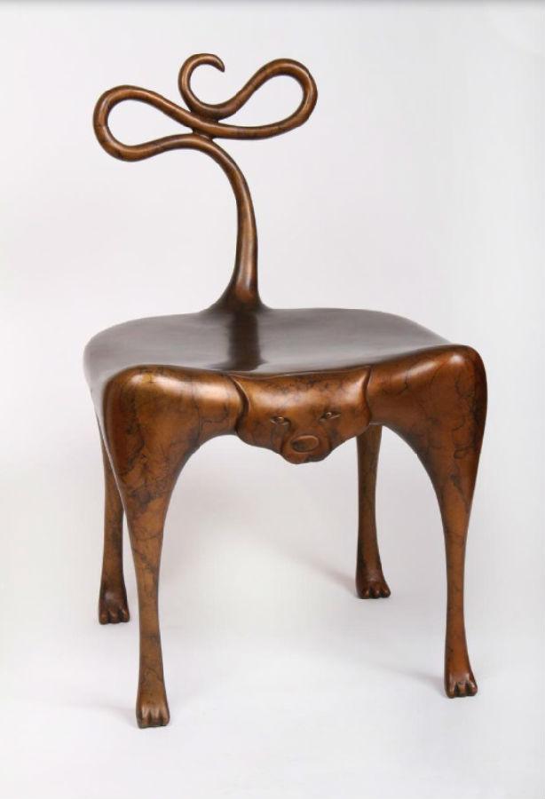 在材料的使用上也比较广泛,有木头,铸铁青铜,大理石和树脂等.